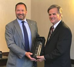 Harford Mutual President/CEO Steve Linkous(l) presenting award to HMS Insurance President/CEO Gary Berger(r)